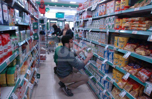 Precios. La devaluación ya impacta en las góndolas de los supermercados