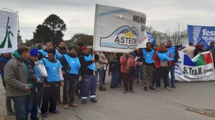 Protesta. Empleados del municipio de Coronda se manifestaron por los atrasos en los salarios.