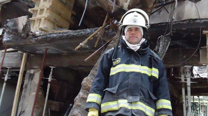 El bombero Marcelo Barca en servicio.