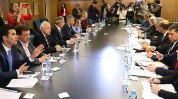 Los gobernadores de 16 provincias acordaron ir al máximo tribunal