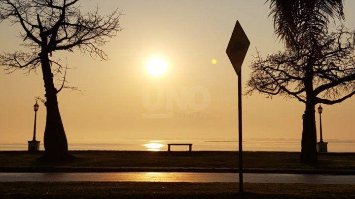 El amanecer de este miércoles en la costanera santafesina.