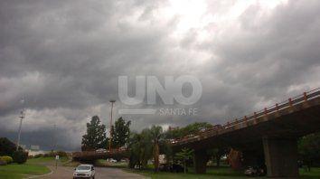 la ciudad sigue bajo alerta por tormentas fuertes