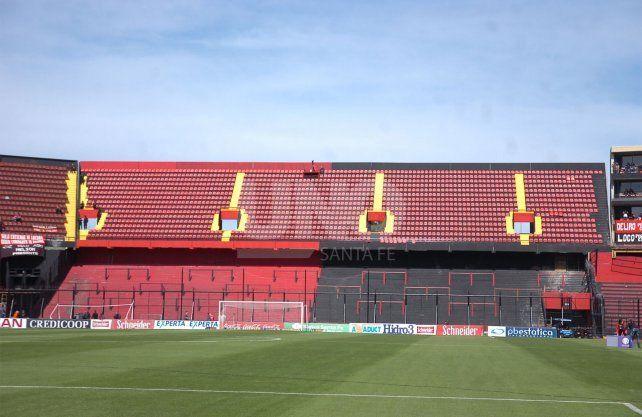 Colón mostró lo impecable que está el campo de juego del estadio Brigadier López.