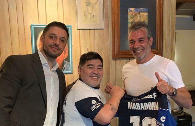 Gimnasia (LP) hizo oficial la contratación de Maradona como nuevo DT