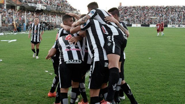 Central Córdona y Villa Mitre definen un lugar en cuartos de final de Copa Argentina