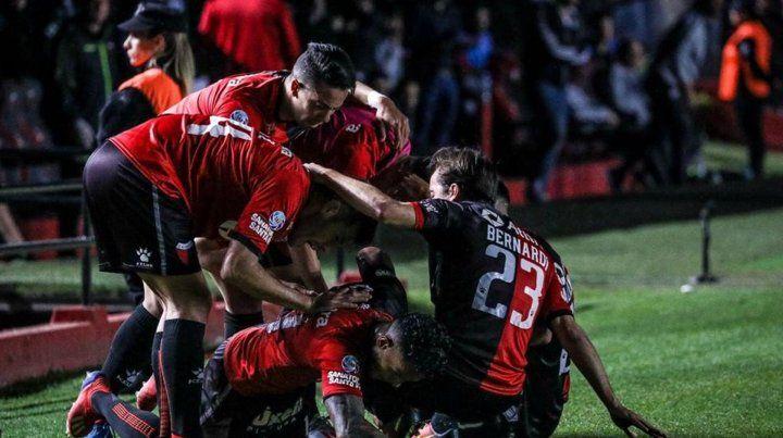 Colón bajó al líder San Lorenzo y llega entonado a las semis de la Sudamericana