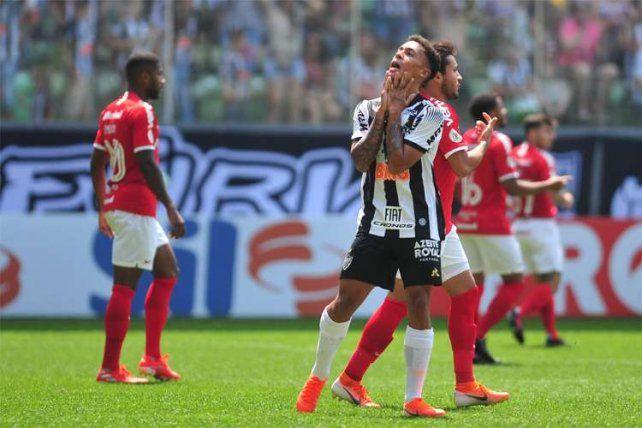 Dura derrota de Mineiro en la previa del duelo ante Colón