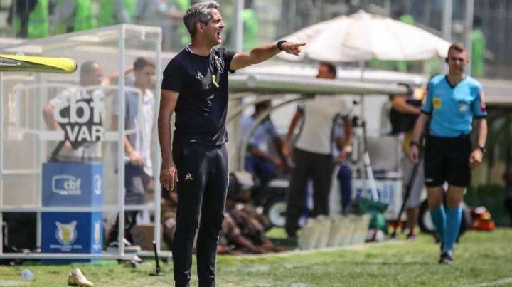 El DT de Mineiro mete mano en el equipo para visitar a Colón