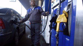 autorizaron un aumento del 4% en las naftas