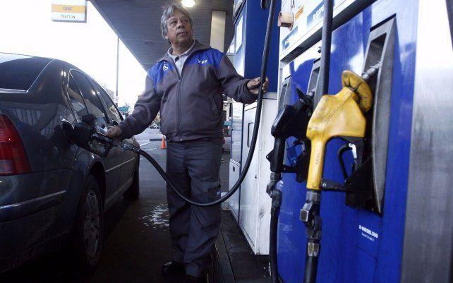 El Gobierno Nacional autorizó un aumento del 4% en las naftas