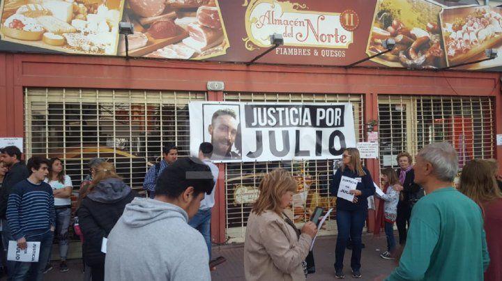El frente del negocio donde fue asesinado Julio Cabal (h).