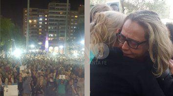 Las dos imágenes de la tarde. La multitudinaria marcha en Plaza de Mayo y el dolor de la madre de Julio Cabal