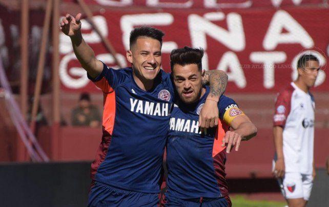 Colón con la cabeza en la Copa, regaló un tiempo y perdió con Lanús 3-2