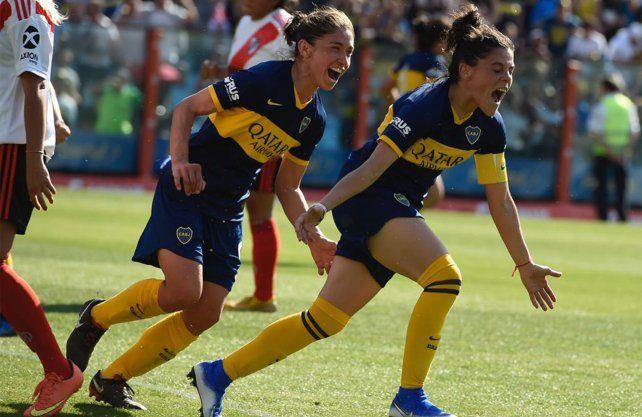 Boca goleó a River en el primer Clásico profesional femenino