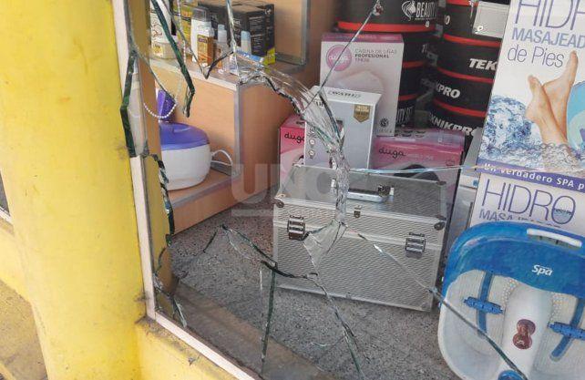 Imagen de cómo quedó el local en el tercer robo que sufre en menos de un mes.