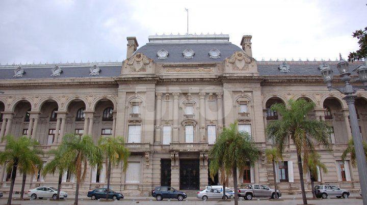 El actual gobierno pide la participación de futuros funcionarios de Perotti