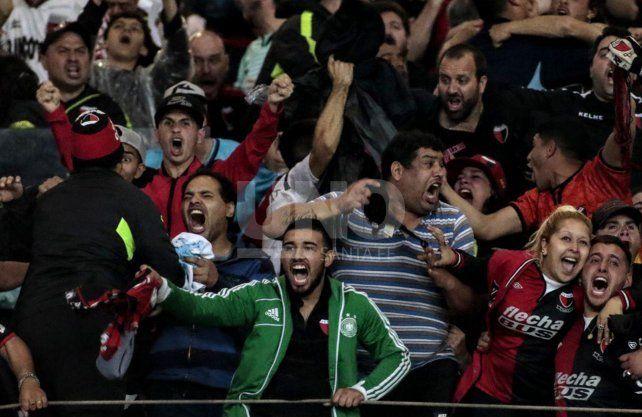 El mundo del fútbol y el deporte saluda a Colón