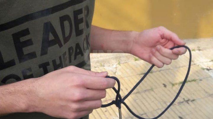 El cordón con el que los ataron los delincuentes.