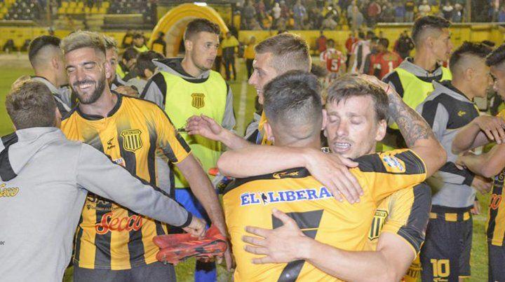 Mitre goleó a Barracas Central en el cierre de la 7ª fecha