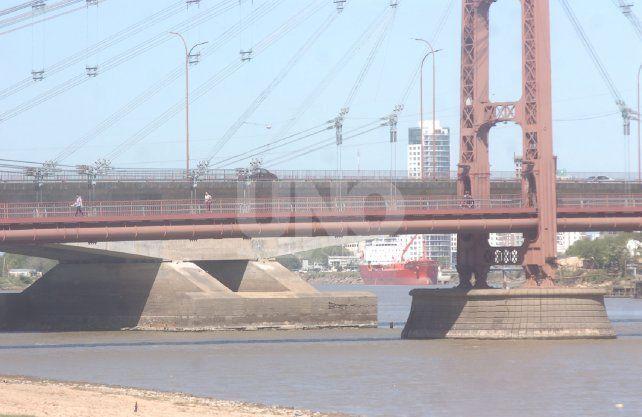 El río Paraná en su nivel más bajo desde el 2009. Foto: José Busiemi.