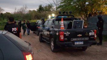 Se realizaron tres allanamientos para dar con los sospechosos del ataque.