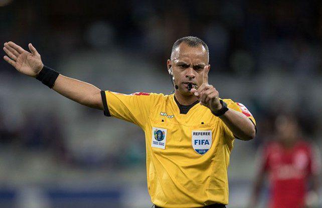 El Boca-River tendrá árbitro brasileño y VAR argentino