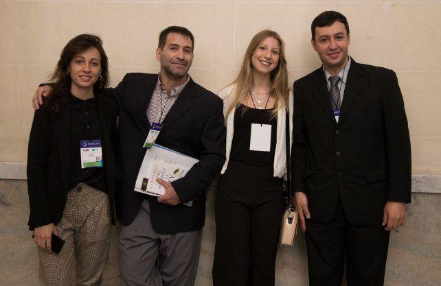 Los cuatro ciudadanos que pudieron presenciar el debate presidencial en el Paraninfo de la UNL.