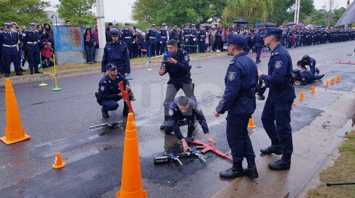 Muestra académica de cadetes policiales del ISeP
