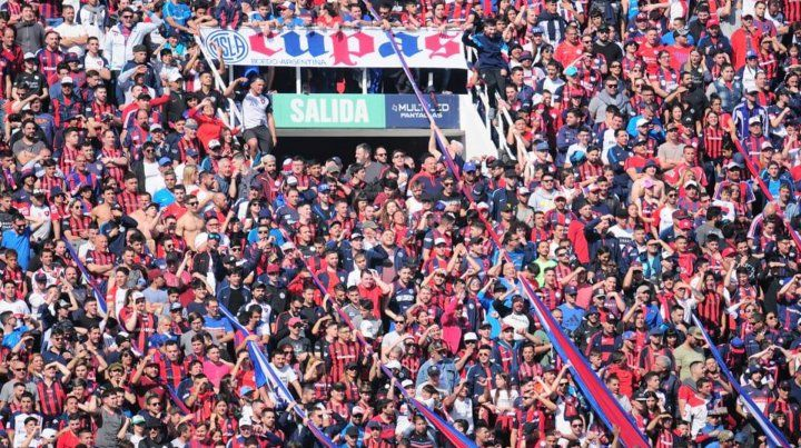 La barrabrava de San Lorenzo visitó al plantel en la previa del Clásico