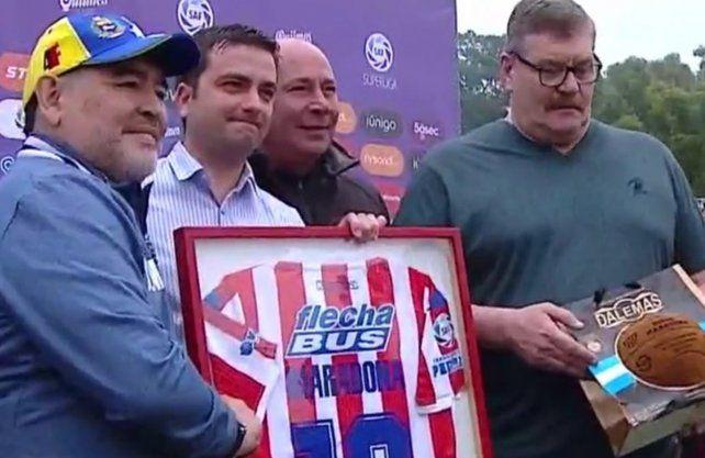 Unión homenajeó a Maradona en la previa del partido