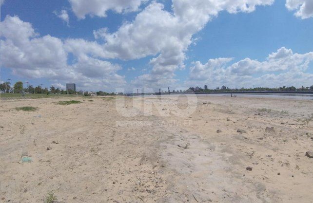 Guardavidas advierten peligros por la bajante y piden adelantar la temporada de playa