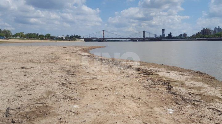 El río sigue bajando y hay mucha playa en Santa Fe