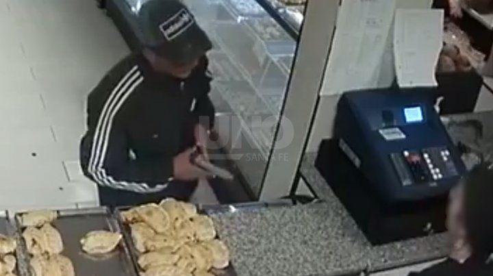 Video: así robaron en una panadería sobre Bulevar