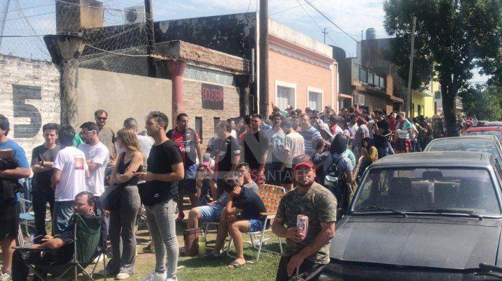 ¿Cómo harán los hinchas que fueron a Paraguay para entrar al Brigadier López?