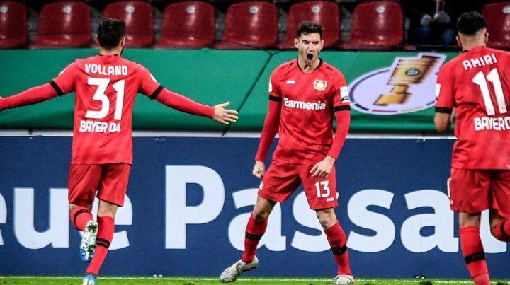 Alario sigue dulce y el Leverkusen avanza en la Copa de Alemania