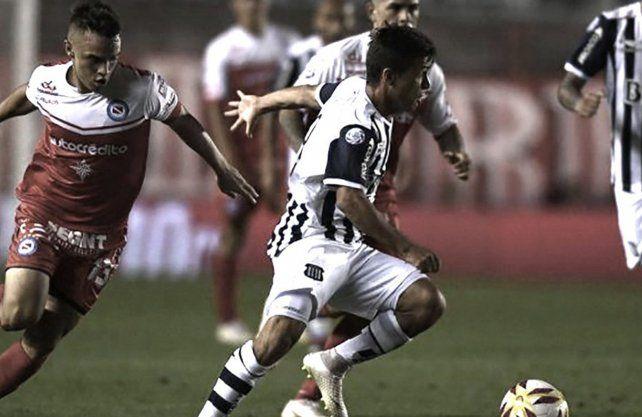 Argentinos defiende la punta contra Talleres