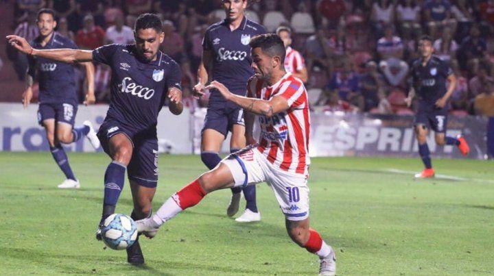 Atlético Tucumán dio el golpe y le paró el carro a Unión en el 15 de Abril