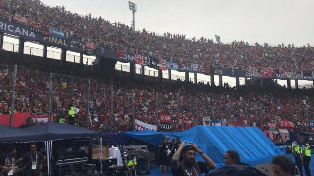 Los hinchas de Colón ya coparon La Nueva Olla para la histórica final