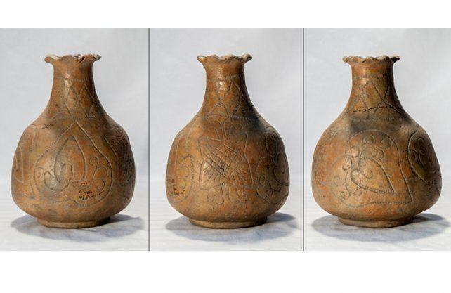 <div><div>Un rasgo particular de estas piezas es su iconografía. Los motivos plasmados en las vasijas no guardaban relación con la iconografía utilizada por los pueblos originarios.</div><div><br></div></div>