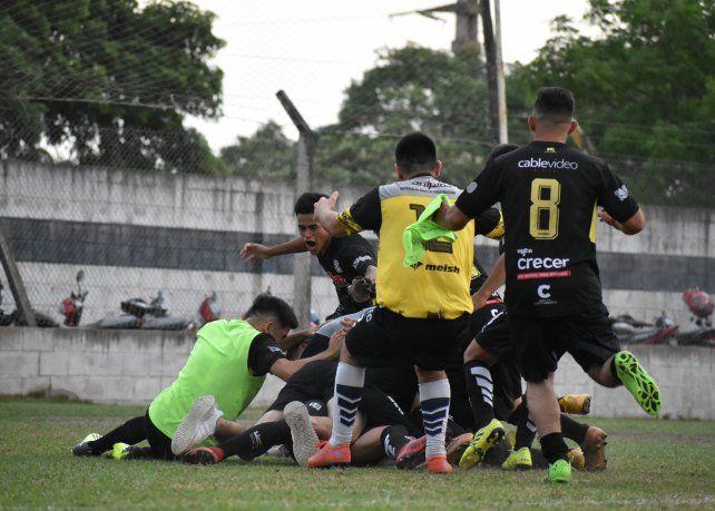 Nacional venció en los penales a Nuevo Horizonte y logró el ansiado ascenso