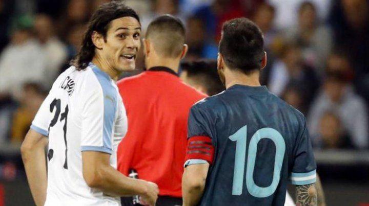 Messi y Cavani se cruzaron fuerte y casi se van a las manos