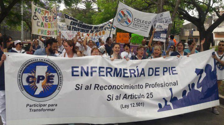 La marcha de los enfermeros pidiendo por sus derechos.