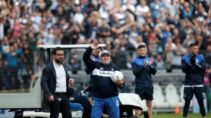 Los hinchas de GyE se convocan para frenar la partida de Maradona
