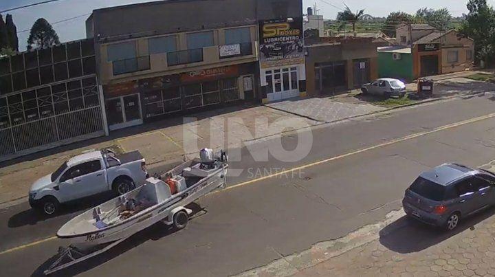 Videos: una lancha suelta en plena avenida 7 de Marzo