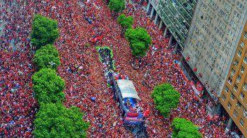 flamengo festejo la libertadores con una multitud en rio de janeiro