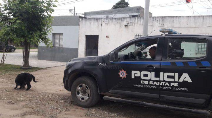 La casa en dónde vive que terminó con la vida de tres personas en barrio Sacarafía. Está frente a la que se produjeron los homicidios.