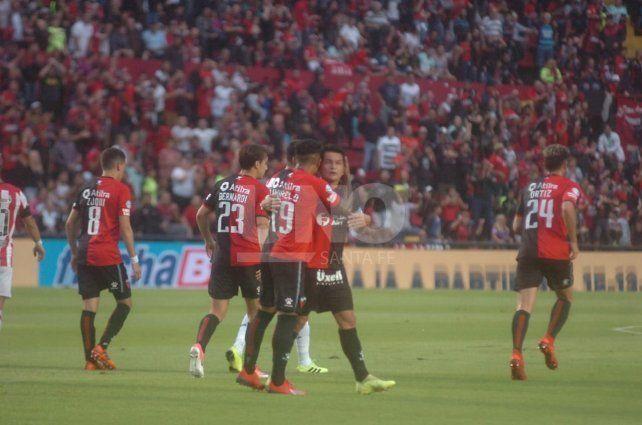 El Pulga Rodríguez se vistió de héroe y Colón ganó una final ante Estudiantes