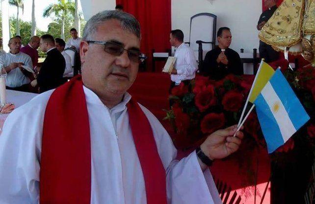 El sacerdote Néstor Monzón.