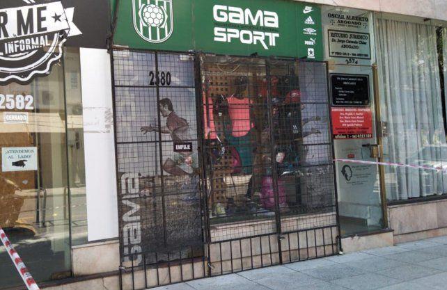 El local de ropa se encuentra sobre Obispo Gelabert y San Martín