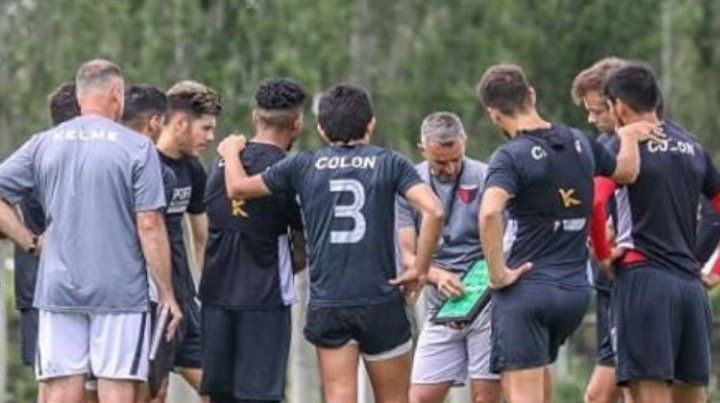 Lavallén paró un inédito equipo para visitar a Vélez